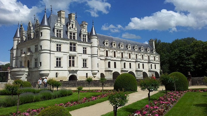 Chenonceau-Loire-river-valley-by-Driver-Guide-France.jpg
